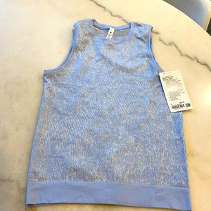 NWT LULULEMON SWIFTLY BREATHE MUSCLE TANK IN FLORAL FAUNA BLUE. 4